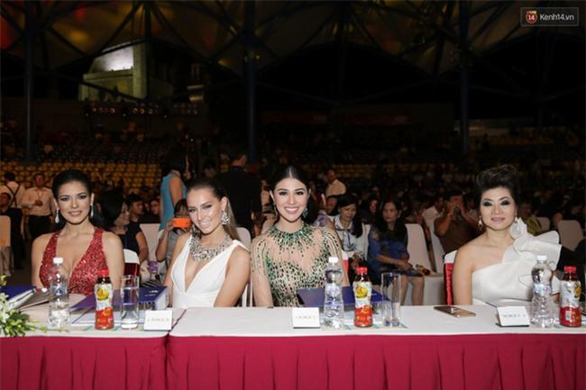 Huyền My cùng dàn thí sinh Miss Grand International 2017 rực rỡ trong trang phục dạ hội - Ảnh 1.