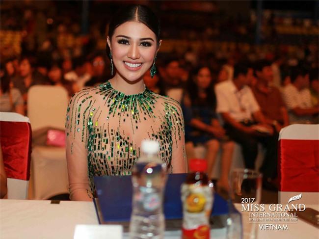 Huyền My cùng dàn thí sinh Miss Grand International 2017 rực rỡ trong trang phục dạ hội - Ảnh 2.