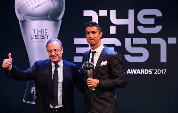 Ronaldo cam on Messi, Neymar sau khi nhan giai The Best hinh anh 10