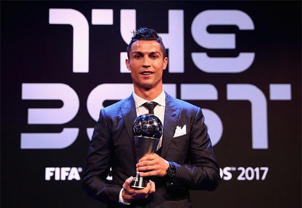 Ronaldo cam on Messi, Neymar sau khi nhan giai The Best hinh anh 2