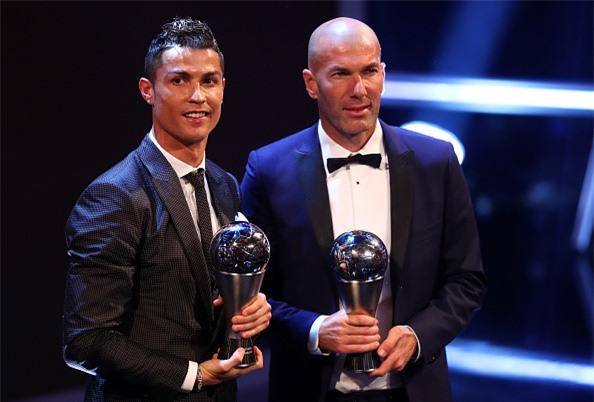 Ronaldo cam on Messi, Neymar sau khi nhan giai The Best hinh anh 6