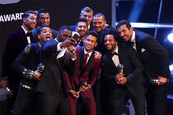 Ronaldo cam on Messi, Neymar sau khi nhan giai The Best hinh anh 8