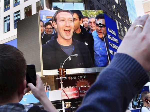 Vợ chồng ông chủ Facebook tiêu tiền như thế nào? - 1