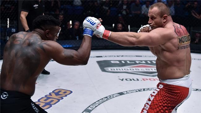 """Người khỏe nhất hành tinh """"nghiền nát"""" cựu võ sĩ UFC - Ảnh 3."""
