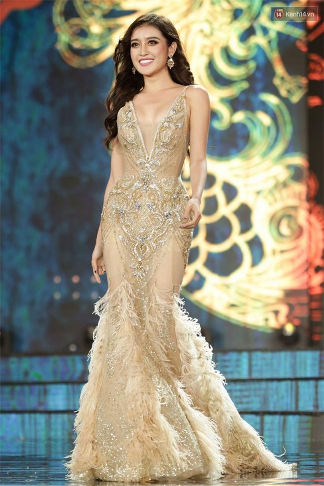 Miss Grand International: Huyền My đánh bọng mắt quầng thâm khó hiểu, nhiều thí sinh chọn trang phục thực sự lỗi - Ảnh 1.