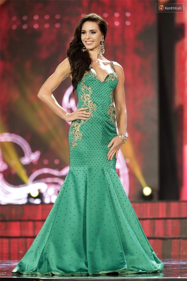 Miss Grand International: Huyền My đánh bọng mắt quầng thâm khó hiểu, nhiều thí sinh chọn trang phục thực sự lỗi - Ảnh 7.