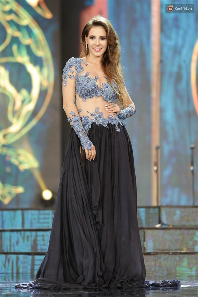 Miss Grand International: Huyền My đánh bọng mắt quầng thâm khó hiểu, nhiều thí sinh chọn trang phục thực sự lỗi - Ảnh 8.