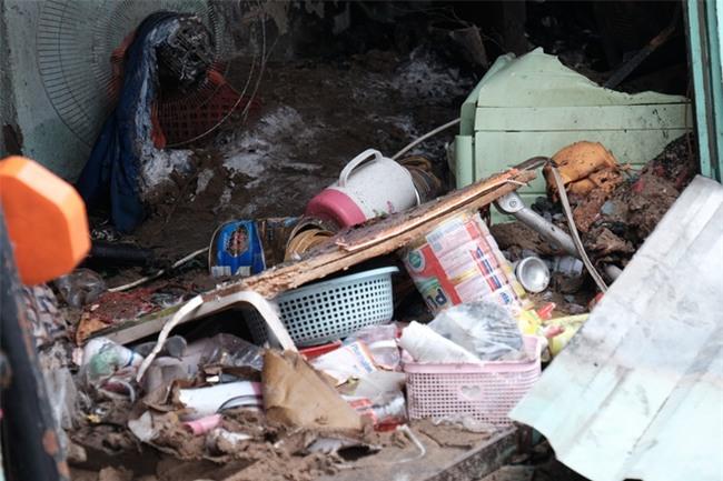 Vụ cháy lớn ở quận 9, TP.HCM: Lao vào ngọn lửa cứu hai con, người mẹ trẻ bị bỏng nặng nhưng chỉ cứu được con - Ảnh 15.