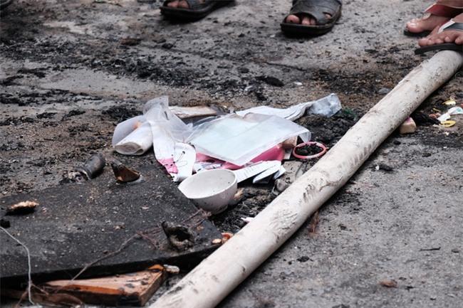 Vụ cháy lớn ở quận 9, TP.HCM: Lao vào ngọn lửa cứu hai con, người mẹ trẻ bị bỏng nặng nhưng chỉ cứu được con - Ảnh 8.