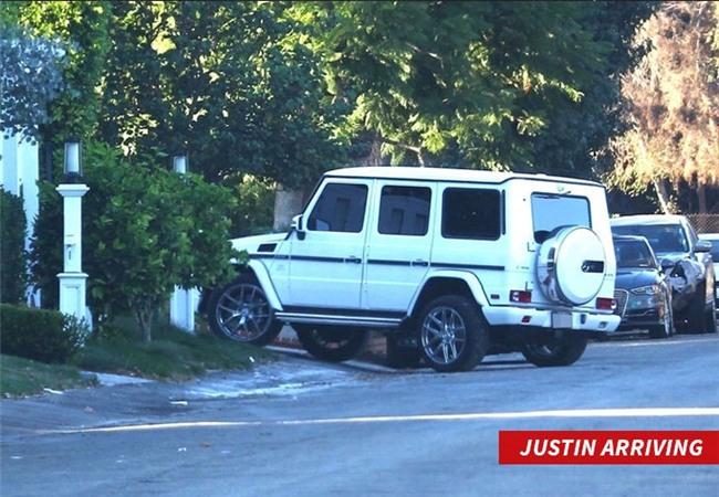 Lộ bằng chứng Selena Gomez đưa tình cũ Justin Bieber về nhà trong lúc The Weeknd đi vắng