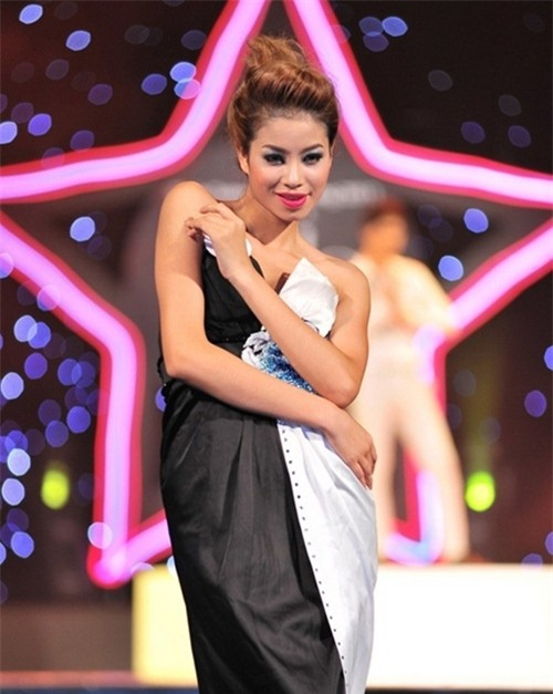 Từ mờ nhạt về nhan sắc lẫn phong cách thời trang, phải mất tận 7 năm Phạm Hương mới có chỗ đứng trong Vbiz - Ảnh 4.