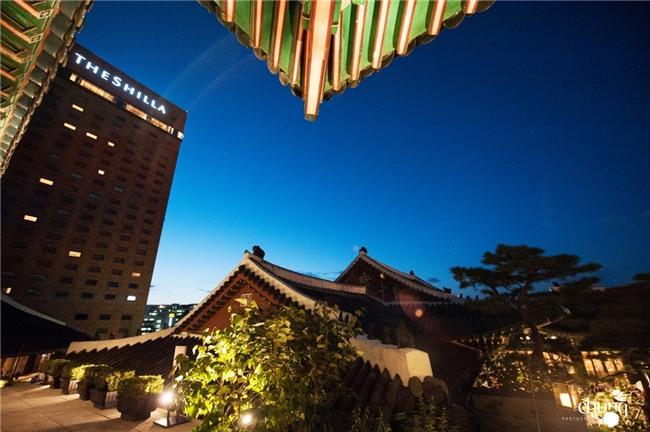 Hé lộ giá tiền tỷ mà Song Joong Ki - Song Hye Kyo bỏ ra để thuê địa điểm tổ chức đám cưới sang chảnh bậc nhất - Ảnh 2.