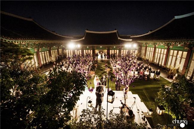 Hé lộ giá tiền tỷ mà Song Joong Ki - Song Hye Kyo bỏ ra để thuê địa điểm tổ chức đám cưới sang chảnh bậc nhất - Ảnh 4.