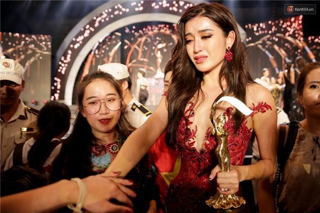 Kết thúc cuộc thi, Huyền My oà khóc nức nở khi chỉ dừng chân tại top 10 Miss Grand International 2017 - Ảnh 5.