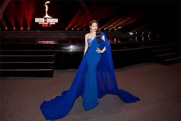 Lý Nhã Kỳ lộng lẫy như bà hoàng ngồi chấm Miss Grand International-8
