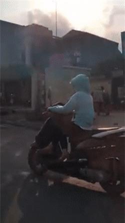 Clip ác mộng giờ cao điểm: Khi đội quân ninja xông pha đi ngược chiều - Ảnh 15.