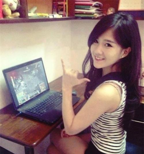 Những hot-girl nổi tiếng trong làng thể thao điện tử Việt - Ảnh 9.