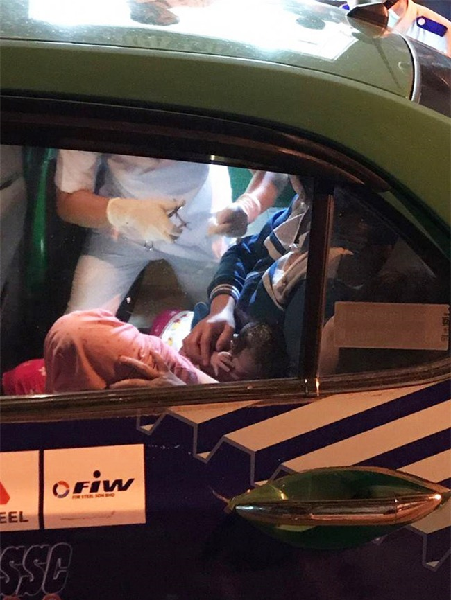 Cần Thơ: Đau bụng bất ngờ, sản phụ sinh con lần ba đẻ rơi ngay trên taxi - Ảnh 1.