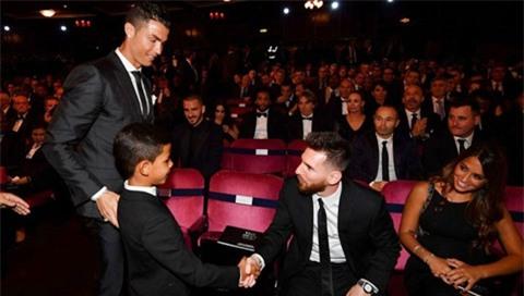 Hé lộ cuộc đối thoại thú vị giữa Messi và Ronaldo trước đêm trao giải The Best - Ảnh 1.