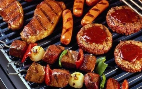 3 kiểu bữa tối nguy hiểm đang âm thầm ăn mòn sức khỏe của gia đình bạn từng ngày! - Ảnh 1.