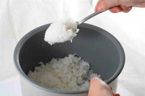3 kiểu bữa tối nguy hiểm đang âm thầm ăn mòn sức khỏe của gia đình bạn từng ngày! - Ảnh 2.