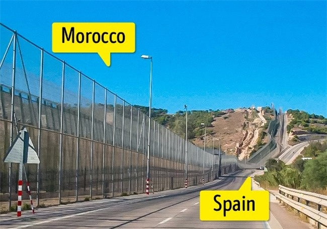 Top những đường biên giới kỳ lạ nhất thế giới-5