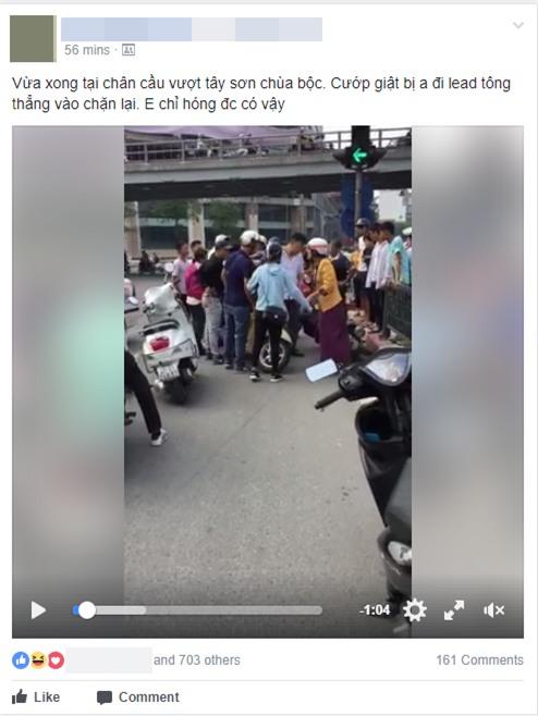 Clip: Nam thanh niên lao thẳng xe máy, chặn bắt đối tượng nghi dàn cảnh giật balo của một phụ nữ trên phố Hà Nội - Ảnh 1.