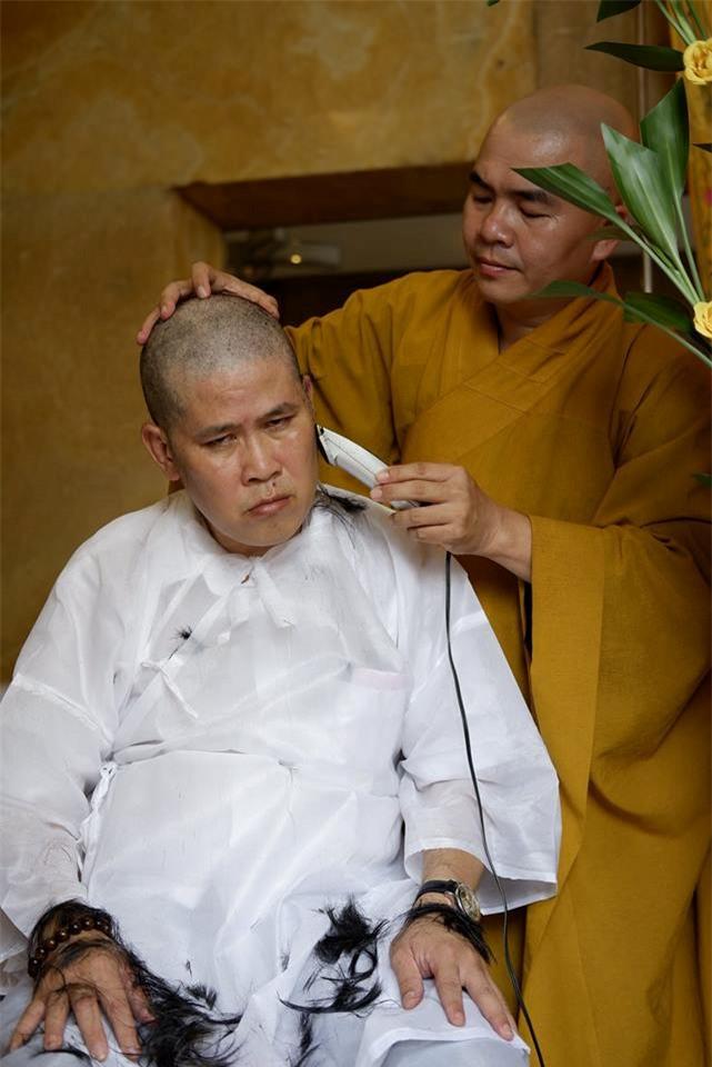 Diễn viên Phước Sang xuống tóc khi ba qua đời-1