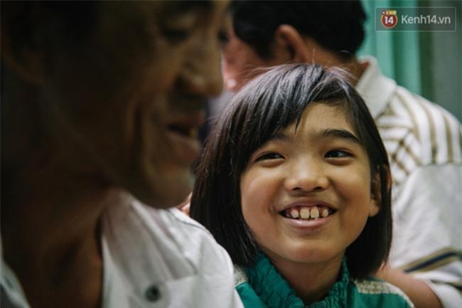 Chuyện Tám mù hát rong - Người cha lang thang Sài Gòn bán tiếng ca kiếm tiền chữa trị đôi mắt cho con gái - Ảnh 10.