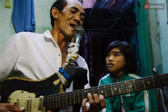 Chuyện Tám mù hát rong - Người cha lang thang Sài Gòn bán tiếng ca kiếm tiền chữa trị đôi mắt cho con gái - Ảnh 12.