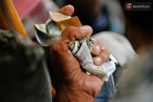 Chuyện Tám mù hát rong - Người cha lang thang Sài Gòn bán tiếng ca kiếm tiền chữa trị đôi mắt cho con gái - Ảnh 13.