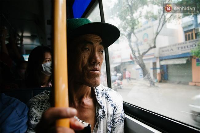 Chuyện Tám mù hát rong - Người cha lang thang Sài Gòn bán tiếng ca kiếm tiền chữa trị đôi mắt cho con gái - Ảnh 7.