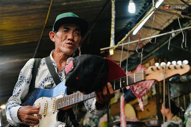 Chuyện Tám mù hát rong - Người cha lang thang Sài Gòn bán tiếng ca kiếm tiền chữa trị đôi mắt cho con gái - Ảnh 8.