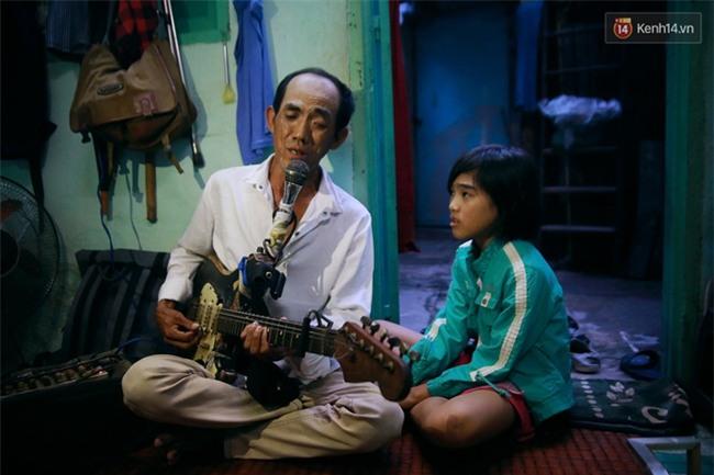 Chuyện Tám mù hát rong - Người cha lang thang Sài Gòn bán tiếng ca kiếm tiền chữa trị đôi mắt cho con gái - Ảnh 16.