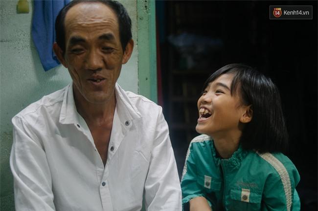 Chuyện Tám mù hát rong - Người cha lang thang Sài Gòn bán tiếng ca kiếm tiền chữa trị đôi mắt cho con gái - Ảnh 18.