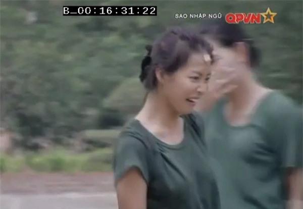 Chặt vỡ ngói bằng tay không, Hương Giang Idol múa ballet ăn mừng trong quân ngũ-5