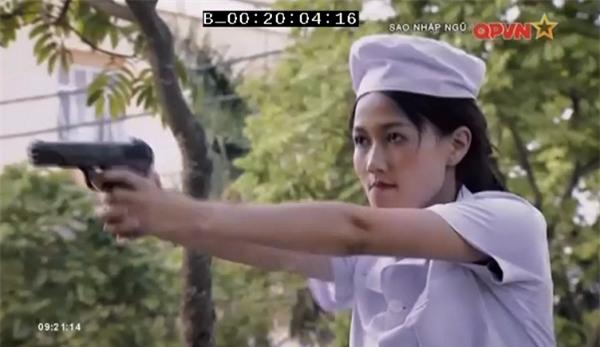 Chặt vỡ ngói bằng tay không, Hương Giang Idol múa ballet ăn mừng trong quân ngũ-7