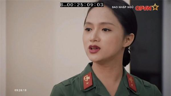 Chặt vỡ ngói bằng tay không, Hương Giang Idol múa ballet ăn mừng trong quân ngũ-9