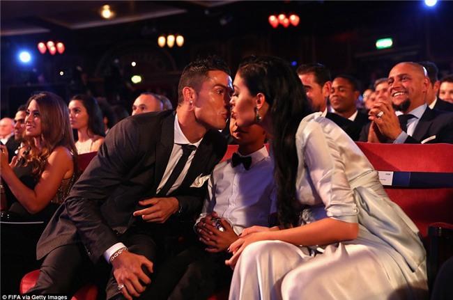 Ronaldo livestream, tiết lộ tên con gái và ngày bạn gái Georgina lâm bồn - Ảnh 2.