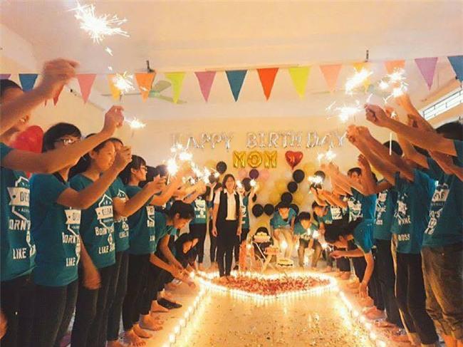 Clip: Cả lớp bí mật tổ chức tiệc chúc mừng sinh nhật mẹ cho cô giáo chủ nhiệm - Ảnh 2.