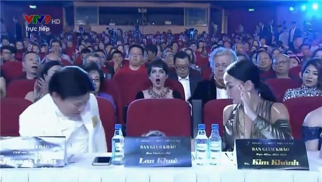 Lan Khuê ngã dúi dụi vì lọt ghế tại chung kết Hoa hậu Đại dương 2017-6
