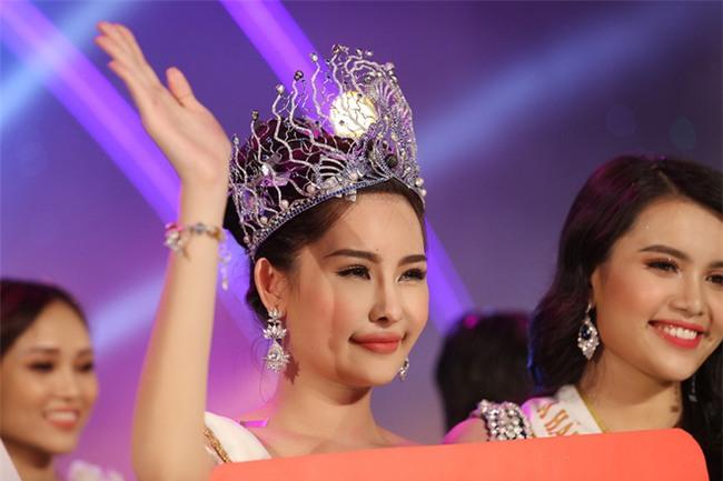 Nhan sắc gây tranh cãi của cô gái vượt qua 30 đối thủ giành chiếc vương miện Hoa hậu Đại dương 2017 - Ảnh 2.