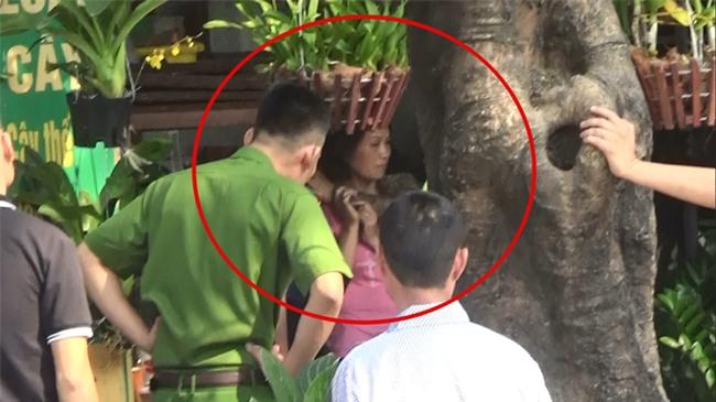 Hà Nội: Vào bệnh viện thăm anh trai, nam thanh niên bất ngờ dùng súng khống chế, bắt một y tá làm con tin - Ảnh 1.
