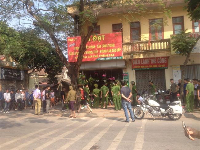 Hà Nội: Vào bệnh viện thăm anh trai, nam thanh niên bất ngờ dùng súng khống chế, bắt một y tá làm con tin - Ảnh 2.