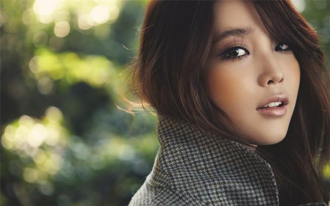 Kimchi Woman: Mẫu phụ nữ Hàn Quốc thích xài hàng hiệu, sẵn sàng phẫu thuật thẩm mỹ nhưng lại khăng khăng mình đẹp tự nhiên - Ảnh 2.