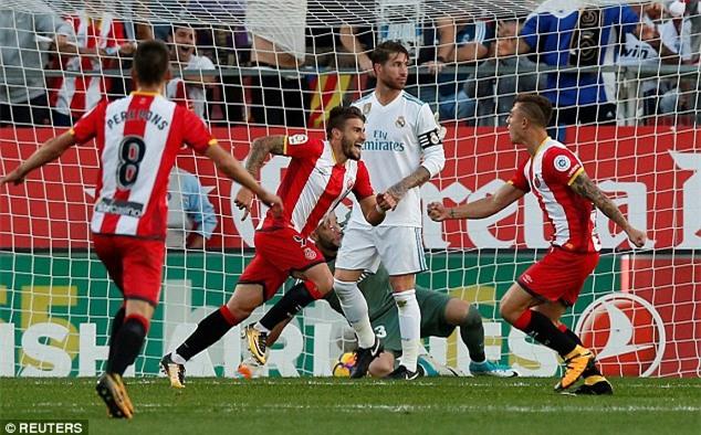 Ronaldo tịt ngòi, Real thua sốc, để Barca bỏ xa 8 điểm - Ảnh 6.