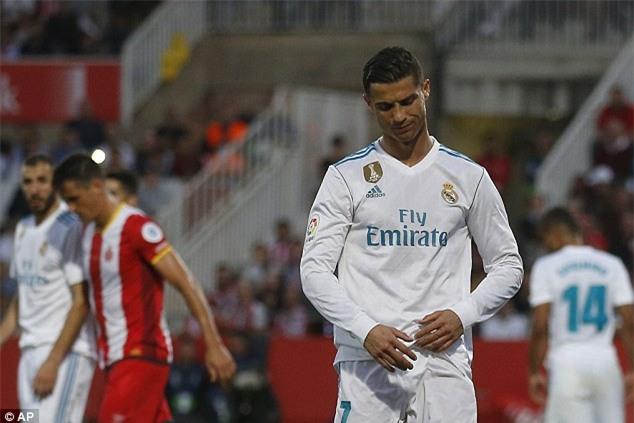 Ronaldo tịt ngòi, Real thua sốc, để Barca bỏ xa 8 điểm - Ảnh 7.