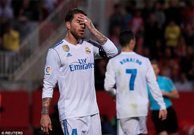 Ronaldo tịt ngòi, Real thua sốc, để Barca bỏ xa 8 điểm - Ảnh 8.