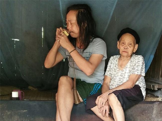 ky la: con trai tam than len con, me gia hat ru la ngung dap pha - 1