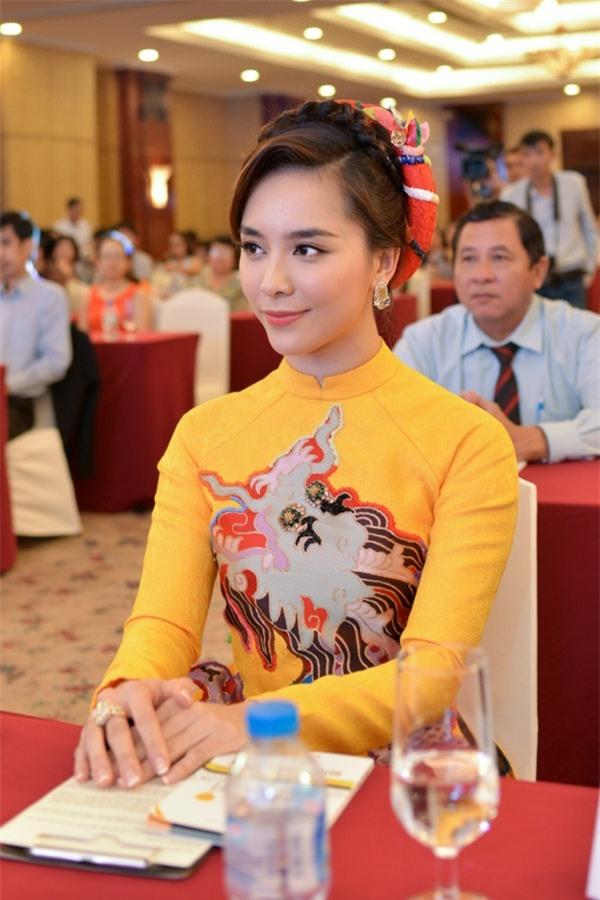 Những Bông hậu hiếm hoi không vướng nghi án thẩm mỹ của showbiz Việt - Ảnh 19.